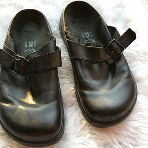 Tatami Black Leather Clogs